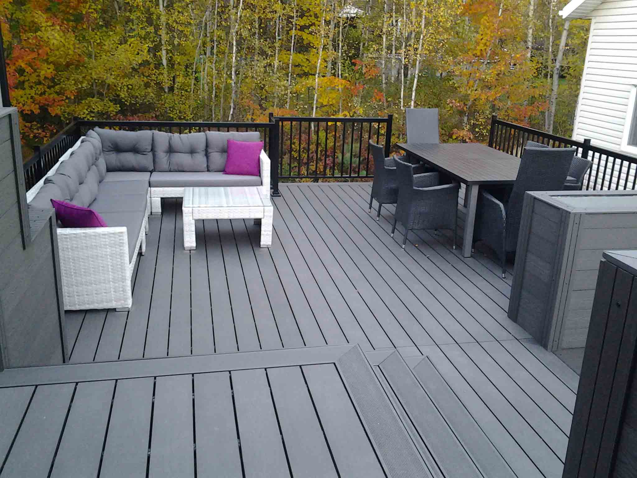 terrasse en composite ezdeck design patio en composite. Black Bedroom Furniture Sets. Home Design Ideas